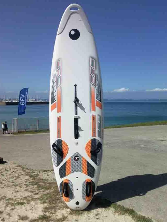 Location De Planche Voile Et De Windfoil Pour Glisser En Baie De Quiberon Dans Le Morbihan En Bretagne A S N Quiberon